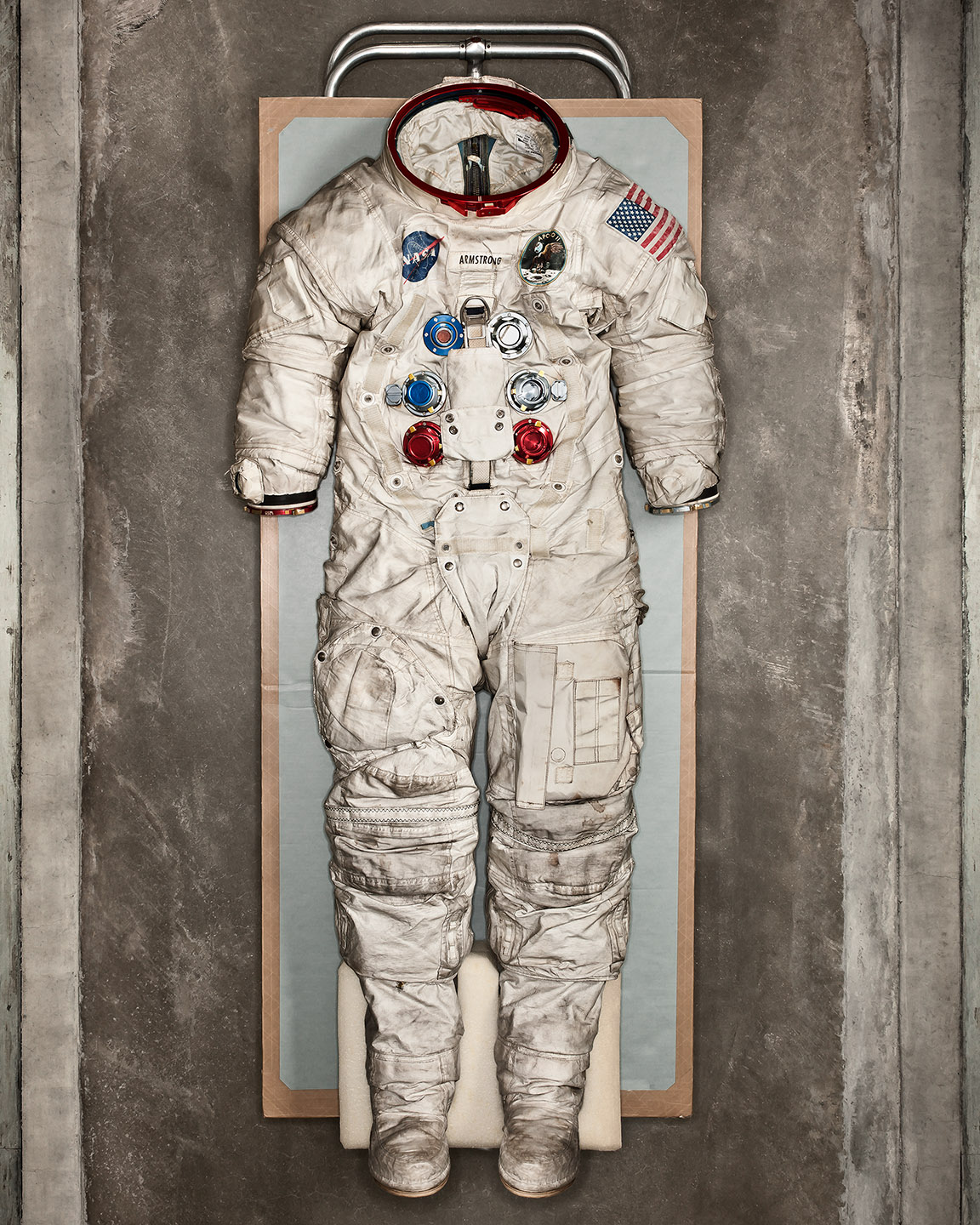 0-armstrong_space_suit_8102_BIG