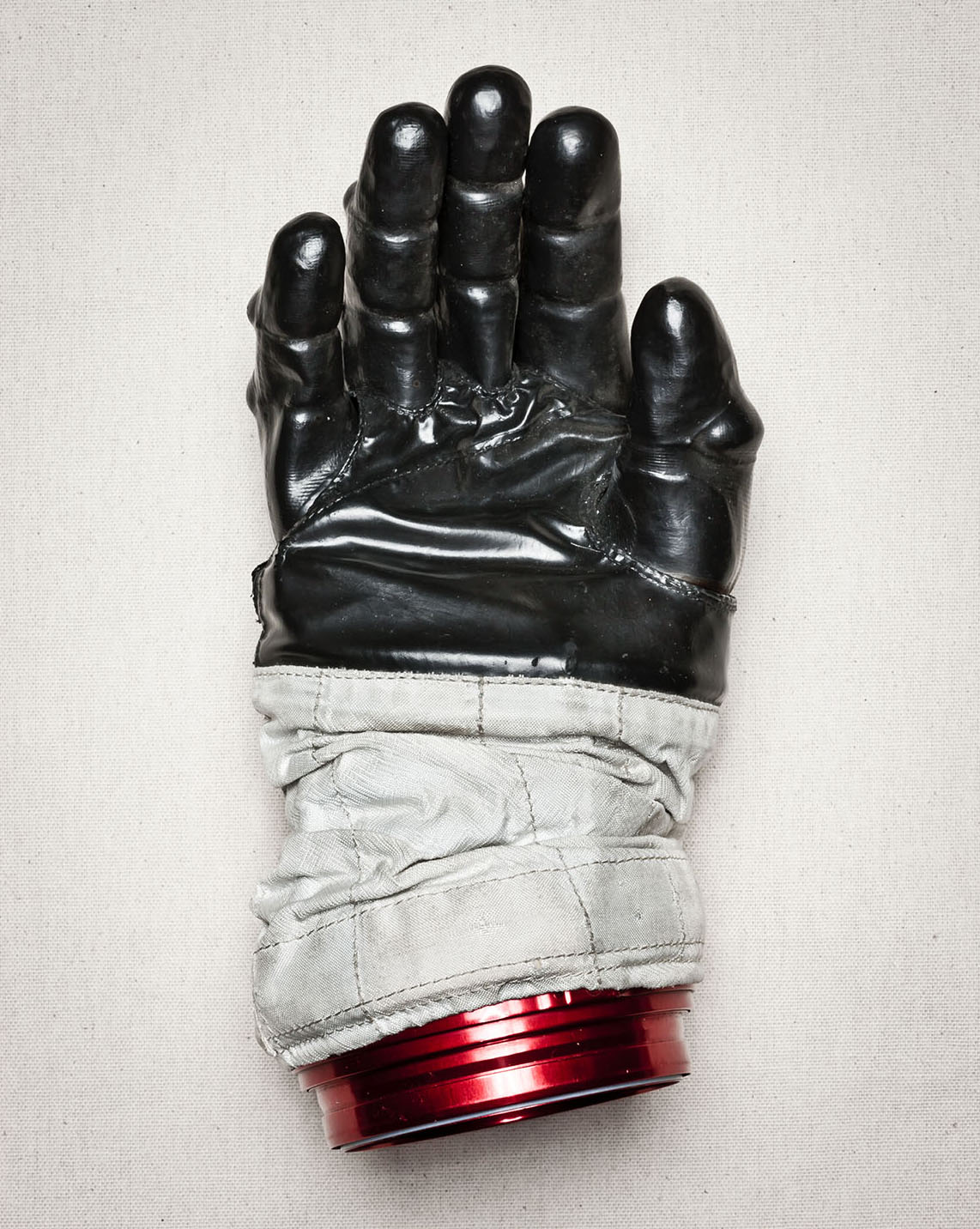 winters_nasa_apollo_glove