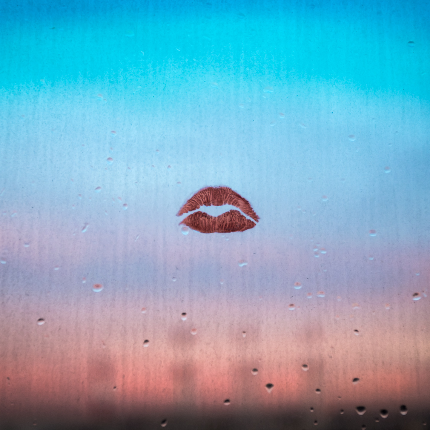 winters_window_kiss_9552